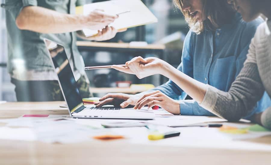 Equipo de profesionales con distintos perfiles integran las agencias de marketing digital